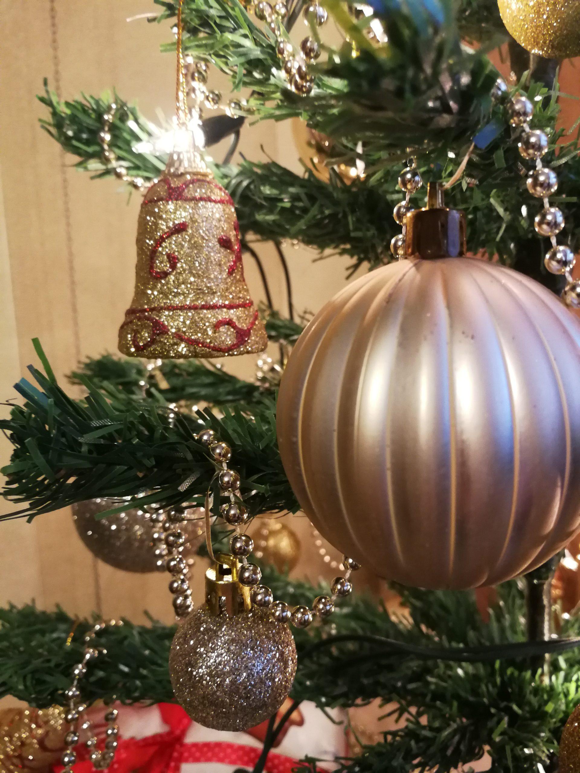 Spokojnych świąt Bożego Narodzenia, spędzonych z bliskimi, w ciepłej, rodzinnej atmosferze